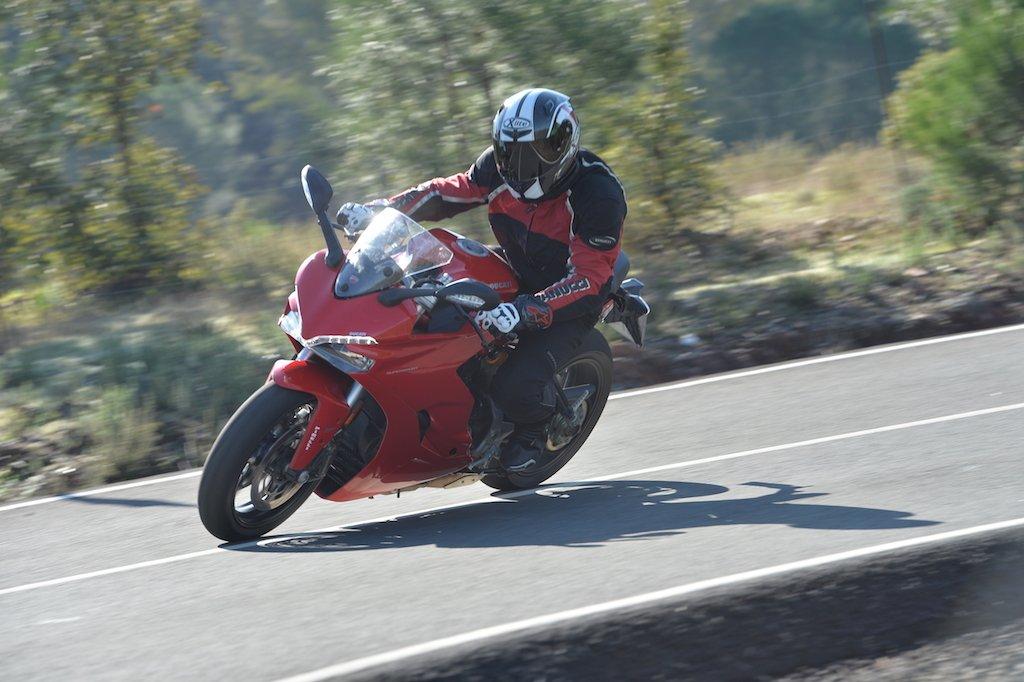 Ducati Supersport und Supersport S - Landstraßen und Rennstrecken Test