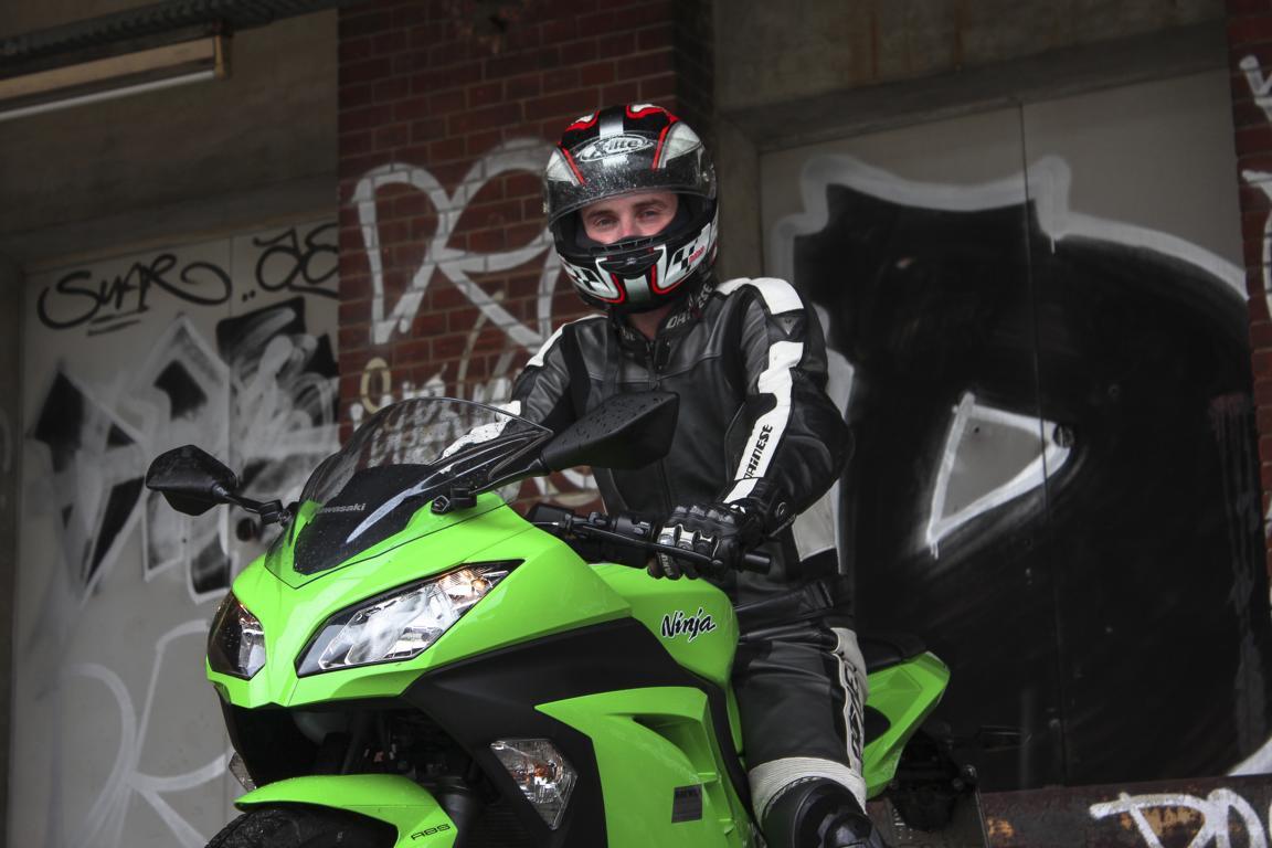 Motorradblogger mit Ninja 300