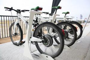 E Bikes warten auf Probe