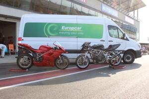 Platz für 2 - 4 Motorräder bietet ein Transporter der Größe L4H2