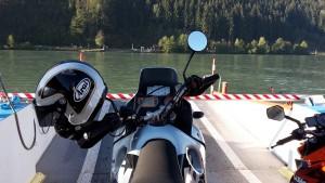Mit dem Motorrad über die Donau